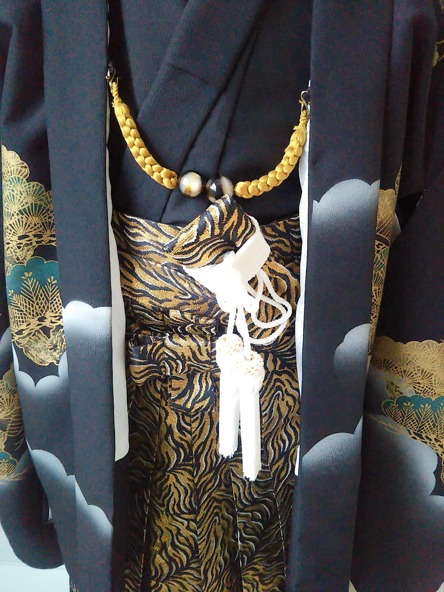七五三男の子用四ッ身黒の紋付に金の袴