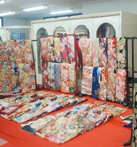 愛知県半田市カネマタ衣裳店店内二階