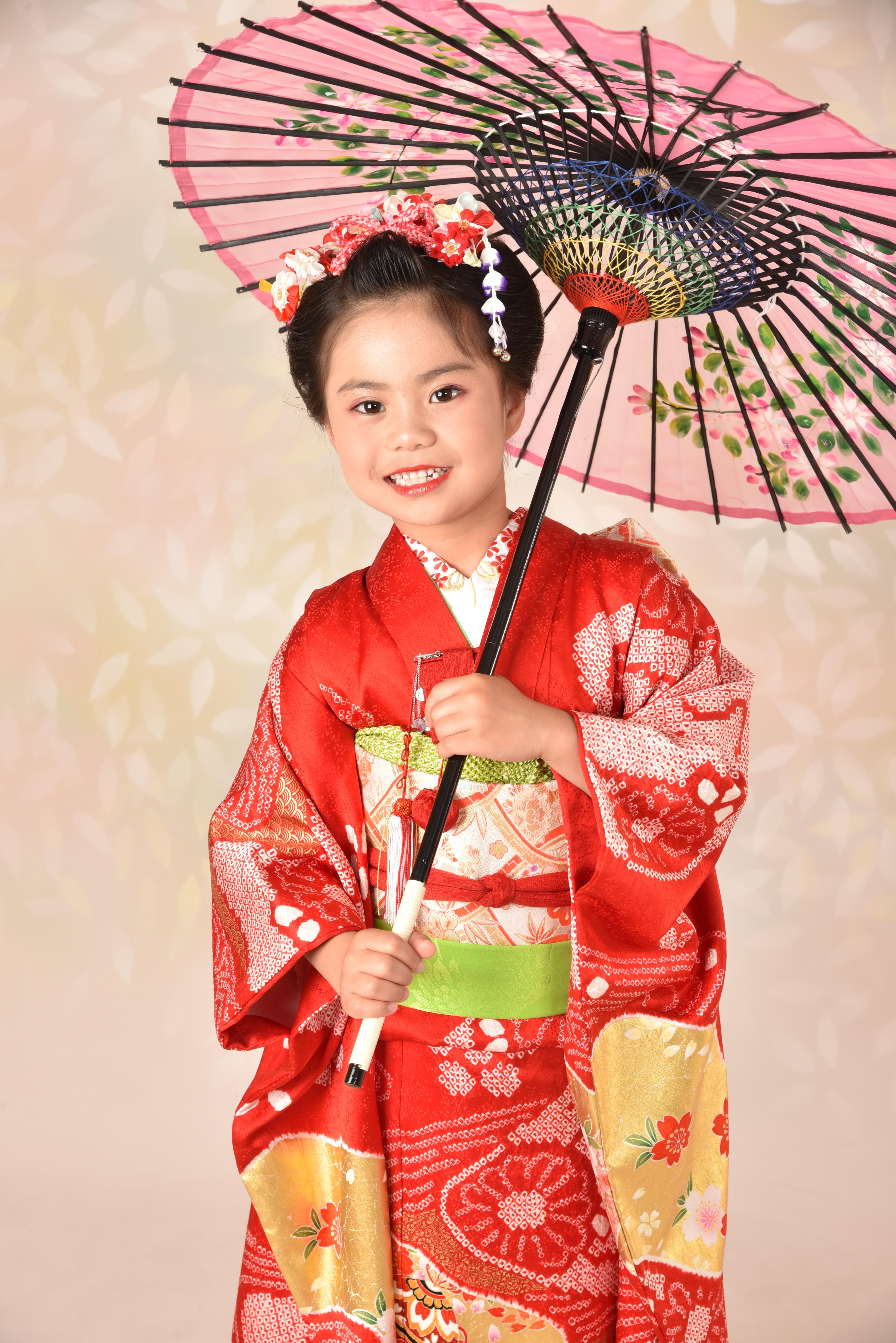 七五三7歳女の子の日本髪で着物姿