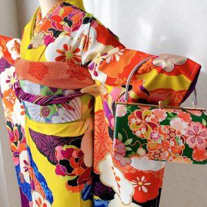 emma×紅一点ブランドのカラシ色に花柄のモダンな振袖コーデ