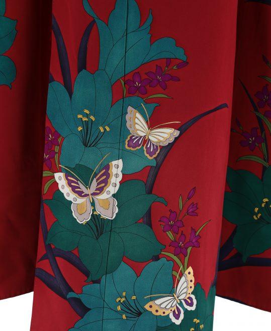 参列振袖[個性派レトロ]暗めの赤に緑の百合と蝶[身長157cmまで]No.445