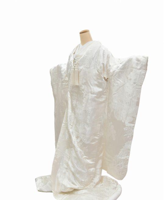 結婚式の白無垢・花嫁用着物|花に包まれた御所車柄 [ゴージャス] No.327